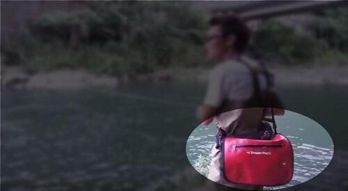 村上晴彦と鞄の画像