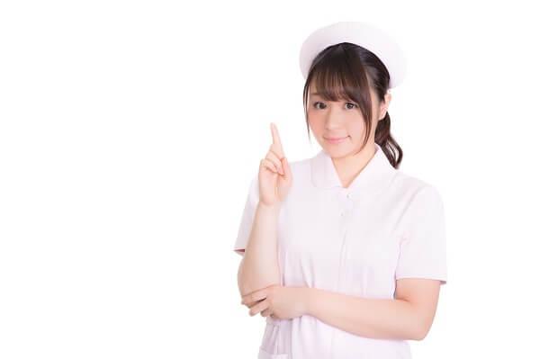 チェックする看護師の画像
