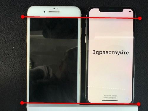 iPhoneXとiPhone7プラスのディスプレイの比較の画像