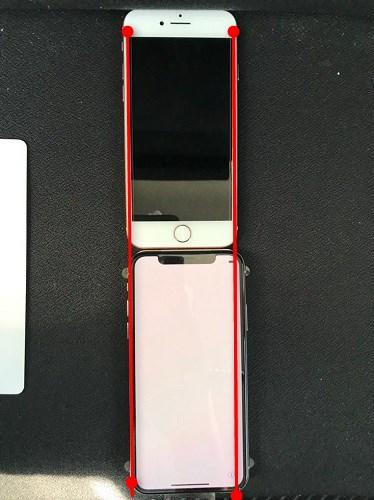 iPhoneXとiPhone8のディスプレイの横幅の比較画像