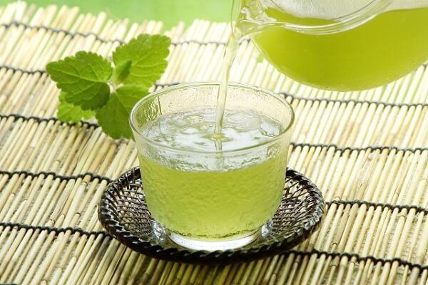緑茶と急須の画像