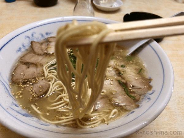 「博多ラーメンとことん停」の麺の画像
