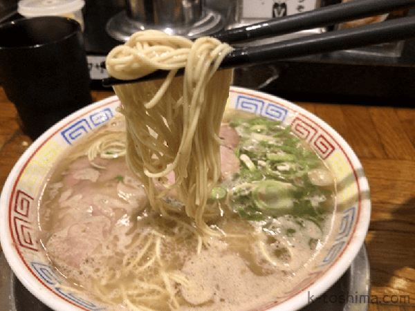 「秀ちゃんラーメン」極細ストレート麺の画像