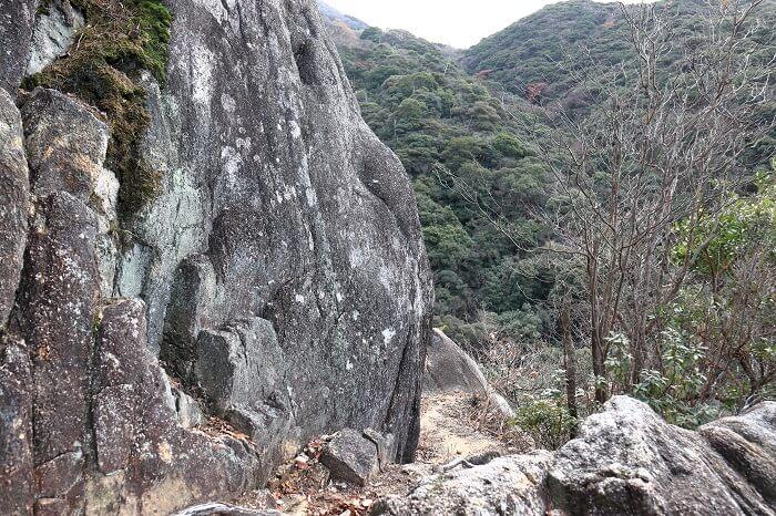 福智山登山道にあった大岩