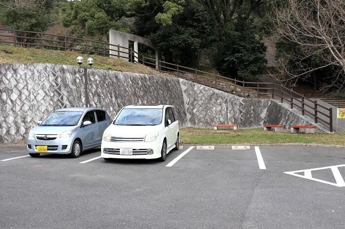 上野登山口入り口 トイレのある無料駐車場