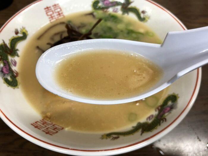 ぎょらん亭の豚骨スープ