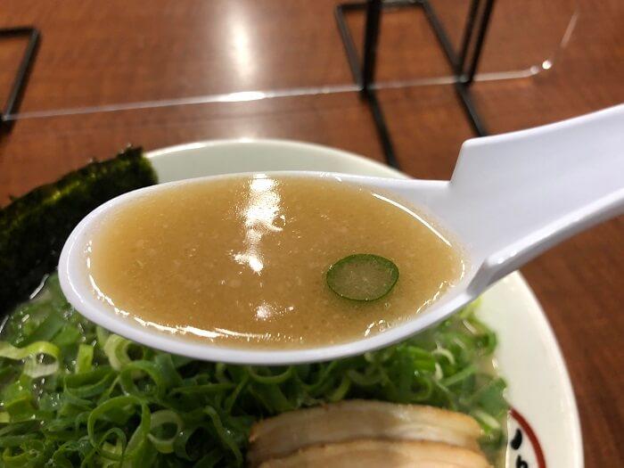 豚のむら ねぎラーメンのスープ