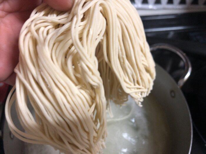 丸幸持ち帰りラーメンの生麺